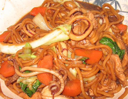 Pancit with dark soy sauce ( Hokkien style )