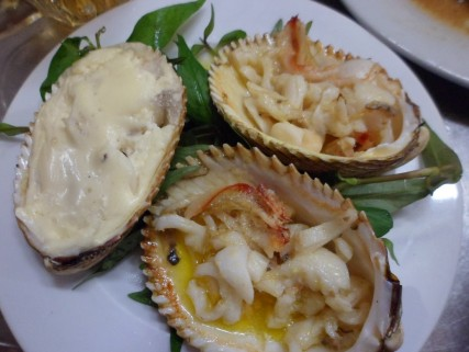 Giant cockles prepared with cheese and also garlic and butter